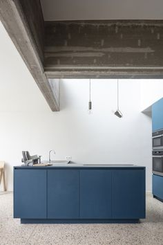 Atelier Janda Vanderghote has transformed the interior of one of Ghent's historic houses into B&B Entrenous with a concrete frame and blue furniture. Interior Architecture, Interior And Exterior, Interior Design, Futuristic Architecture, Küchen Design, House Design, Architectural Section, Blue Furniture, House Inside