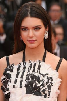 Cannes 2014 | Kendal Jenner Opts For A Simple Beauty Look With Naturally Straight Hair