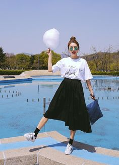 Outfit with oversized tee