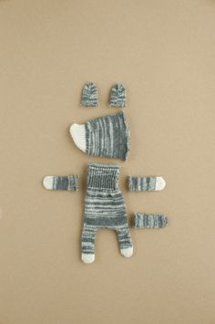 Sewing Toys, Sewing Crafts, Sock Crafts, Sock Dolls, Fabric Animals, Tiny Dolls, Doll Tutorial, Felt Diy, Sewing Projects For Beginners