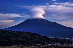 「夜明けの時間に見られたキノコのような笠雲」のYahoo!検索(リアルタイム) - Twitter(ツイッター)、Facebookをリアルタイム検索