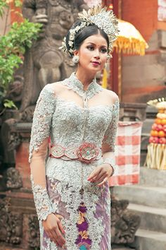 Kebaya, Indonesian traditional dress - Visit http://asiaexpatguides.com to make the most of your experience in Indonesia!