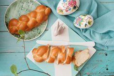Variations on the traditional Hungarian braided scone Easter Ham, Steamed Vegetables, Vegetable Seasoning, Hungarian Recipes, Easter Celebration, Daily Meals, Easter Recipes, Baking Pans