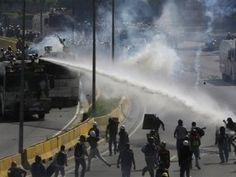 Fuerzas de seguridad reprimen marcha opositora en Venezuela