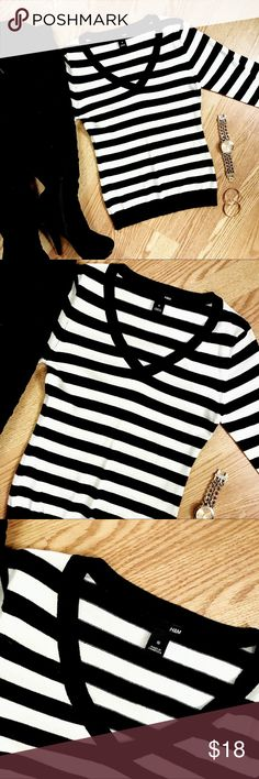 {h&m} • cute black/white striped v-neck sweater •Super cute black + white striped v-neck sweater from H&M + size: small + condition: excellent - no stains. holes, tears or stretching  + very clean and still has not lost its form fitting tightness + v-neck is perfect , does not plunge too low + you can't really ever go wrong with black and white stripes   ----- #h&m #euc #stripes #sweater #casual #officeattire H&M Sweaters V-Necks