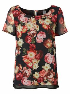 Floral print is amazing for any occasion #veromoda #floral #print #top #fashion #summer #flowers