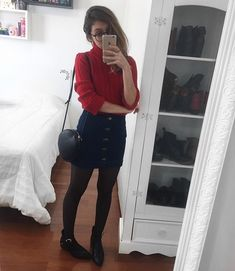 Tô tão apaixonada nesse lookíneo de hoje que nem sei ❣️cês sabem dos meus problemas com vermelho & com gole rolê, mas domingo minha amiga… Teen Fashion Outfits, Work Fashion, Skirt Fashion, Casual Outfits, Sunday Outfits, College Outfits, Spring Outfits, Cute Simple Outfits, Cute Outfits