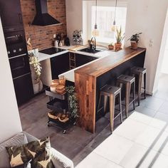 Rustic Kitchen Interior Design Inspiration – rustic home interior Loft Kitchen, Kitchen Room Design, Home Decor Kitchen, Interior Design Kitchen, New Kitchen, Home Kitchens, Kitchen Decorations, Farmhouse Kitchens, Industrial Kitchen Design