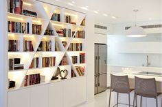Inside lighting for the library Creative Bookshelves, Bookshelf Design, Bookshelves Built In, Modern Bookshelf, Book Shelves, Arranging Bookshelves, Bookcase Wall, Shelf Furniture, Living Room Shelves