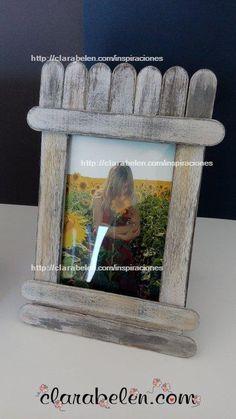 Cómo hacer un marco de fotos con abatelenguas, palitos de mantecado o palos de polo o de helado Diy Photo, Craft Stick Crafts, Baby Shower, Crafty, Hobbies, Christmas, Scrapbooking, Gifts, Pop