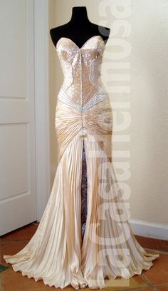 LOVE this gown! I've always wanted this dress. It's my dream gown!