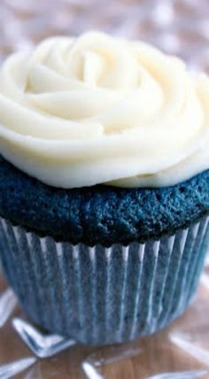 Blue Velvet Cupcakes with Cream Cheese Frosting....  Take a look at even more by checking out the image
