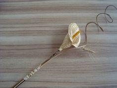 Flor - Copo de Leite feito com palha de trigo - Linha Interiores. É utilizada em arranjos ou vaso solitário ? decoração sustentável....