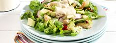 Ρόκα με κοτόπουλο, ντοματίνια, αβοκάντο και dressing με Total