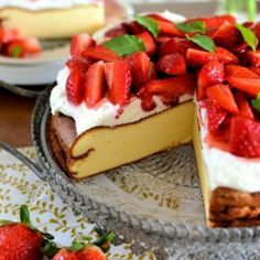 Cheesecake with strawberries and cr