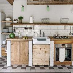 via weranda country. Village Houses, Rustic Kitchen, Food Design, Rustic Decor, Home Kitchens, Kitchen Island, Cottage, Table, Furniture