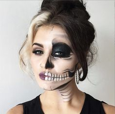 Explore Halloween Makeup Ideas of All Time in this gallery. We share a huge collection of the best Halloween makeup ideas ever shared on internet. Half Skull Makeup, Half Face Makeup, Halloween Makeup Sugar Skull, Soirée Halloween, Trendy Halloween, Cool Halloween Makeup, Half Skeleton Makeup, Theatrical Makeup, Fx Makeup