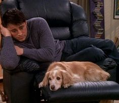 Photo shared by on March 31 2020 tagging and 2 people people sitt Friends Tv Show, Serie Friends, Friends Scenes, Friends Cast, Friends Moments, Best Friends, Joey Tribbiani, Friends Wallpaper, Mood Pics