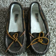 Minnetonka Moccasin size 8 Size 8 dark chocolate brown moccasins.  Super cute just not my size. :/ Minnetonka Shoes Moccasins