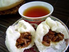 I have been itching to try out a Pau recipe and vaguely remember that I did make it once, long, long ago. So I got hold of my old fil. Chicken Buns, Steamed Chicken, Pork Buns, Steamed Buns, Asian Desserts, Asian Recipes, Ethnic Recipes, Oriental Recipes, Easy Cake Recipes