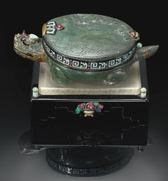 CARTIER A HIGHLY IMPORTANT AND RARE GOLD, HARDSTONE, ENAMEL AND GEM-SET DESK TIMEPIECE IN THE FORM OF A TORTOISE CIRCA 1928