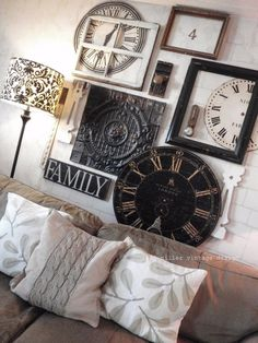 Clock wall art ~ clock faces, empty frames and old window, door knobs ~ this is creative! (don't like the lampshade or the pillows :( . 3d Wall Art, Wall Collage, Style Deco, Deco Design, New Wall, Home Interior, Interior Paint, Interior Design, My New Room