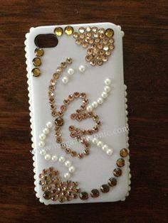 Предпазен заден капак за iPHONE 4. Капака е декориран с камъни и перли.
