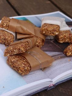 I almost always have some useful bars or Vaasa sandwich in the backpack as a backup snack . - I almost always have some useful bars or Vaasa sandwich in the backpack as a backup snack. You neve - Healthy Indian Snacks, Healthy Junk, Healthy Baking, Clean Eating Recipes, Raw Food Recipes, Healthy Recipes, Vegan Bar, Sandwiches, Nutrition Bars