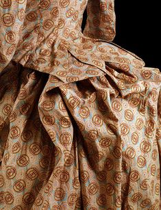 1885, Bustle detail, Victoria and Albert Museum Collection