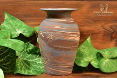 The Niloak Pottery began making arts and crafts ceramics in 1910 as the Eagle Pottery Company. Vase Shapes, Light Reflection, Earth Tones, Pottery Art, Restoration, Arts And Crafts, Ceramics, Vintage, Ceramica