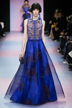 The complete Armani Privé Spring 2020 Couture fashion show now on Vogue Runway. Fashion 2020, Runway Fashion, High Fashion, Fashion Show, Fashion Outfits, Fashion Design, Fashion Weeks, London Fashion, Indian Fashion