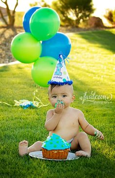 17 Ideas For Birthday Photoshoot Outdoor Cake Smash Baby Cake Smash, 1st Birthday Cake Smash, Baby Boy First Birthday, Smash Cake For Boys, Cake Smash Photography, Birthday Photography, Photography Ideas, Outdoor Cake Smash, 1st Birthday Pictures