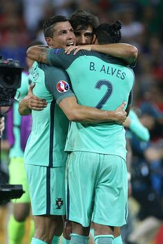 Cristiano Ronaldo of Portugal celebrates the victory with Andre Gomes… Real Madrid Football, World Football, Football Players, Portugal Euro, Portugal Soccer, Nations Cup, Uefa Euro 2016, We Are The Champions, Cristiano Ronaldo Cr7