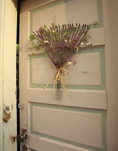 Old rake head repurposed to door decor. I even love the flower colors used. May have to try to find an old rake for this one. Rake Head, Decor Crafts, Diy Crafts, Garden Rake, Fence Garden, Garden Tools, Craft Projects, Projects To Try, Craft Ideas