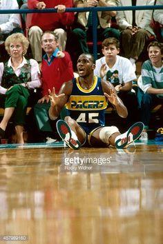 Fotografia de notícias : Chuck Person of the Indiana Pacers lies on the...