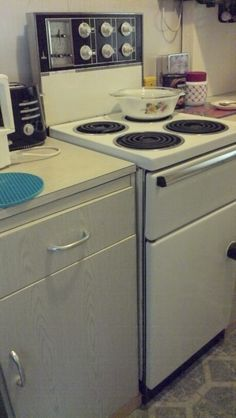 My retro kitchen, complete with late 60s Tricity cooker.