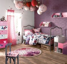 Girly room, love the globes.