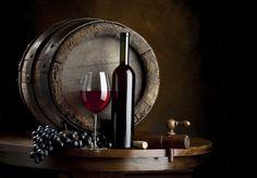 VINO  L'Abruzzo conserva una notevole tradizione enologica e i suoi vini sono conosciuti e apprezzati non solo in Italia, ma in tutto il mondo. Tra i vini tipici della regione Abruzzo i più noti sono il Montepulciano, il Trebbiano ed il Cerasuolo, vini a Denominazione d'Origine Controllata. La DOC Abruzzo è nata per valorizzare i vitigni autoctoni regionali, in particolare Pecorino e Passerina, capaci di dare vini freschi, fruttati ed eleganti.  Per voi ho scelto VINI DI PREGIO