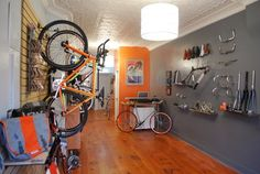 for the love of bikes: 718 CYCLERY - a new bike shop in South Slope Bicycle Cafe, Bicycle Store, Garage Bike, Bike Storage, Bike Style, Bicycle Design, Road Bikes, Arquitetura, Ideas