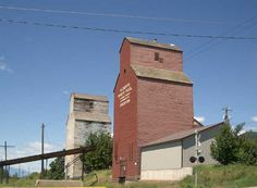 Creston My Uncle Eric helped to build the Alberta Grain Elevator pictured here Vancouver City, O Canada, Train Tracks, Rest Of The World, Heritage Site, British Columbia, View Photos, National Parks, Wildlife