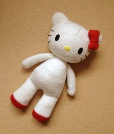 Hello Kitty, free pattern by Knitterbees. Also pattern of Miffy (Nijntje), Angry Birds and Elmo.