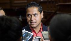 El coordinador estatal del partido naranja pide al gobierno federal, a través de la Secretaría de Gobernación, se traslade al fundador de las autodefensas a la ciudad de México, para ...