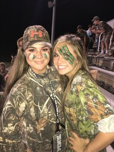 Things You Should Know About Psoriasis Hs Football, High School Football Games, Football Themes, Football Outfits, Dress Up Day, Outfit Of The Day, Deer And Hunter Costume, Camo Face Paint, School Spirit Days