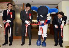 ドアラは24日、名古屋市内で始まった「中部報道展」に中日福谷浩司投手(23)と参加した。  今…-ニッカンスポーツ・コムの野球ニュースです。