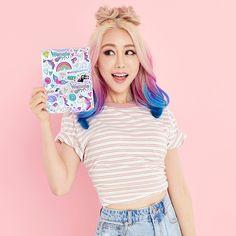 Vorstellung der Wengie x Yoobi Box Collaboration Famous Youtubers, Famous Singers, Wengie Hair, Bath And Bodyworks, Unicorn Hair, Crazy Colour, Cute Makeup, Rainbow Hair, Celebs