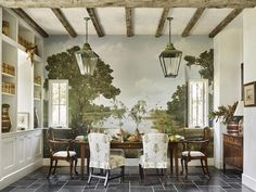 UNA CASA EN BRAYS ISLAND DISEÑADA POR BETH WEBB Yellow Dining Room, Cottage Dining Rooms, Beautiful Dining Rooms, Low Country, Country Decor, Country Style, French Country, Dining Room Design, Kitchen Design