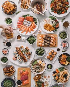 Find images and videos about food, yummy and sushi on We Heart It - the app to get lost in what you love. Sushi Love, Best Sushi, I Love Food, Good Food, Yummy Food, Tasty, Luxury Food, Food Goals, Aesthetic Food