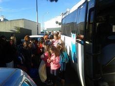Partida dos alunos do 4.º e 5.º anos e dos ex-alunos do 6.º ano do Colégio de Alfragide, para uma semana em grande: a Semana de Campo 2015, na propriedade rural Casal das Areolas, no Pinheiro Grande, Concelho da Chamusca!   Desejamos a todas e a todos uma excelente semana, cheia de diversão e novas aprendizagens.   #colegiodealfragide #amadora #portugal #semanadecampo2015