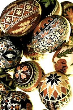Easter in Ukraine Ukrainian Easter Eggs, Ukrainian Art, Egg Crafts, Easter Crafts, Polish Easter, Egg Shell Art, Easter Egg Designs, Easter Traditions, Faberge Eggs