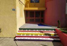 Το δημοτικό σχολείο που στα διαλείμματα παίζει Χατζιδάκι και στους τοίχους του βλέπεις πίνακες των Πικάσο, Τσαρούχη και Ντα Βίντσι